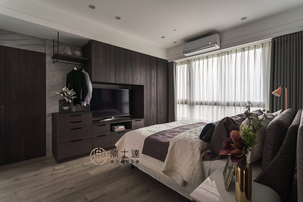 Phòng ngủ phong cách hiện đại bởi 鼎士達室內裝修企劃 Hiện đại Gỗ-nhựa composite
