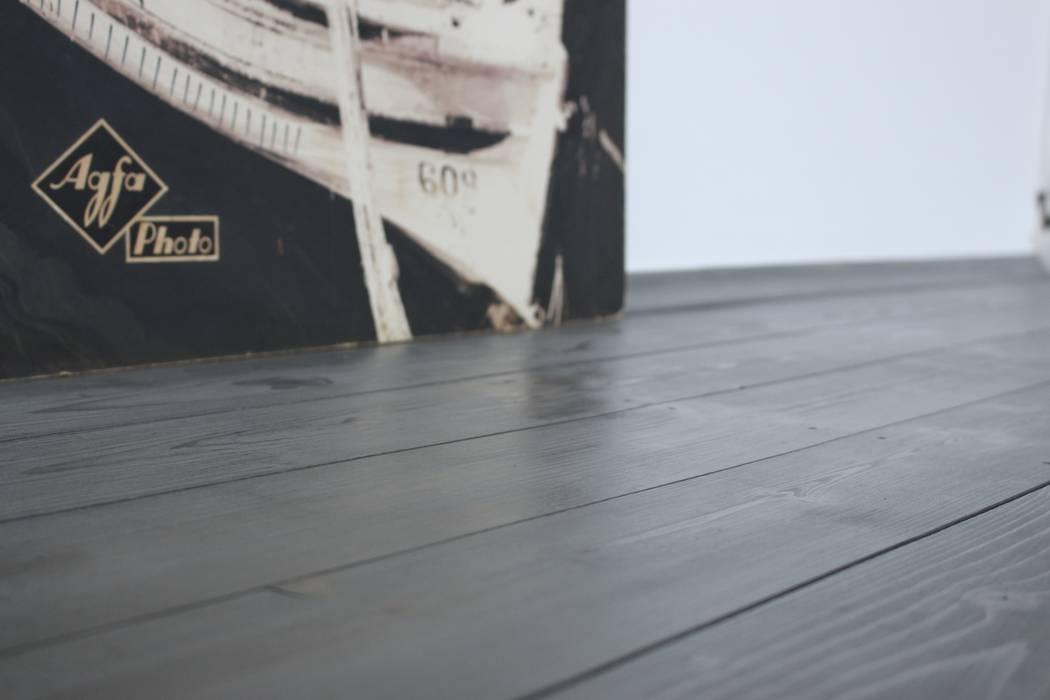Restaurierte Dielenboden Grau geölt:  Boden von Cicerone Neamu | INTERIOR