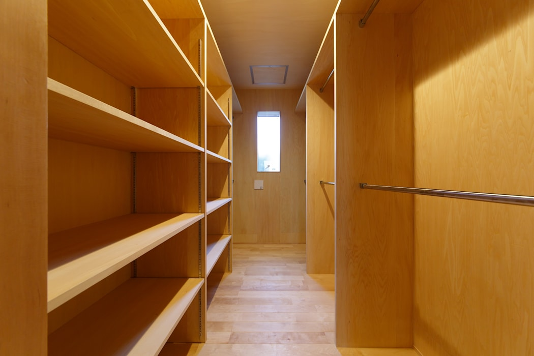Dressing room by タイラ ヤスヒロ建築設計事務所/yasuhiro taira architects & associates