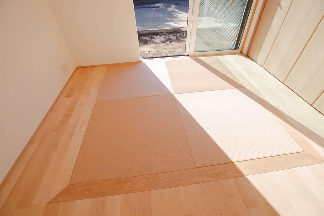 豊田の住まい_東京都日野市: タイラ ヤスヒロ建築設計事務所/yasuhiro taira architects & associatesが手掛けた小さな寝室です。