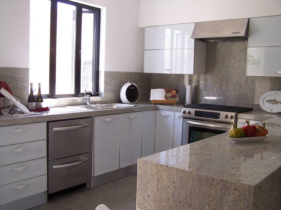 COCINA EN RESIDENCIAL CAMPESTRE LA ROSITA: Cocinas equipadas de estilo  por Cocinas Ciao Torreón,