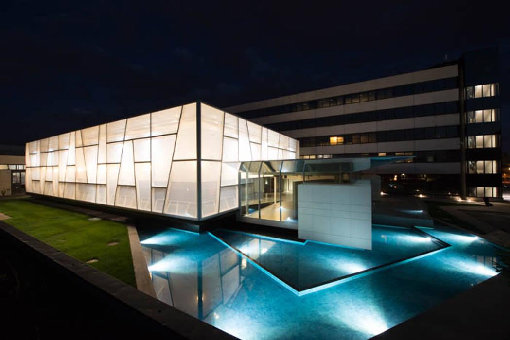 esterno in etfe : Centri congressi in stile  di  a2 Studio Gasparri e Ricci Bitti Architetti associati