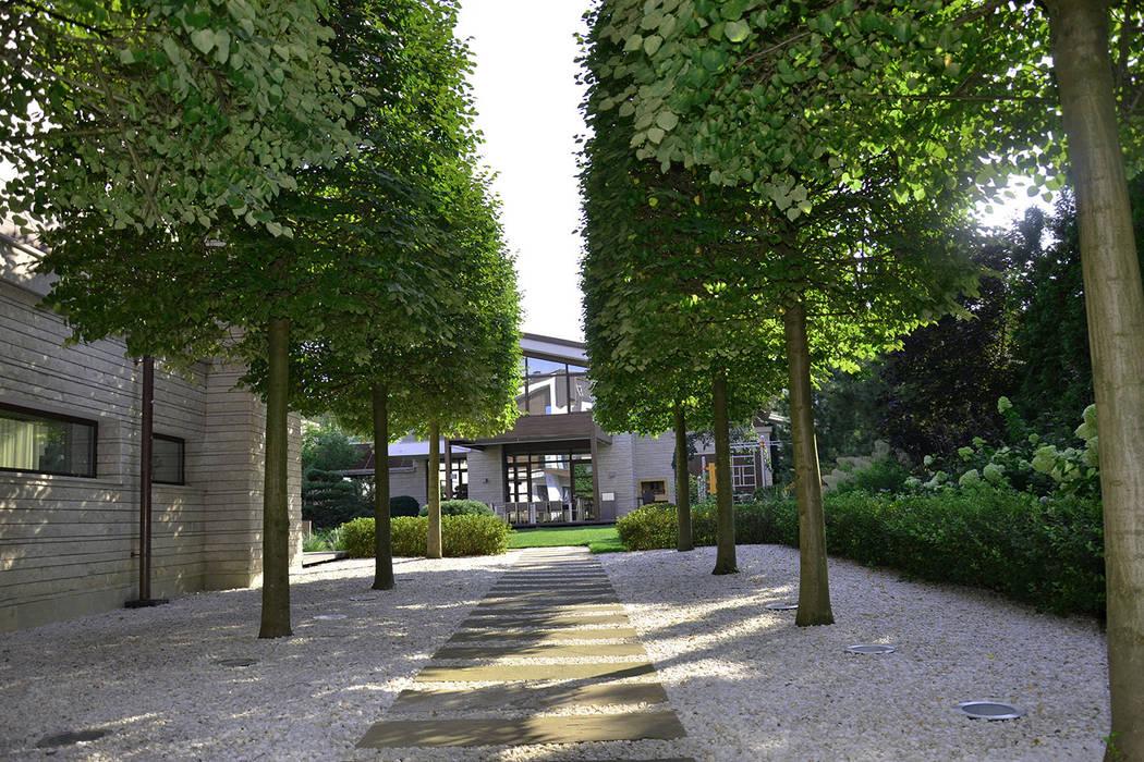 Garden by ARCADIA GARDEN Landscape Studio