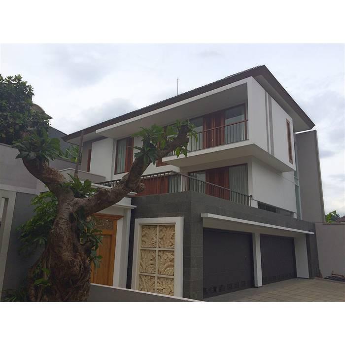 Casas unifamilares de estilo  de CV Berkat Estetika, Tropical Hormigón reforzado