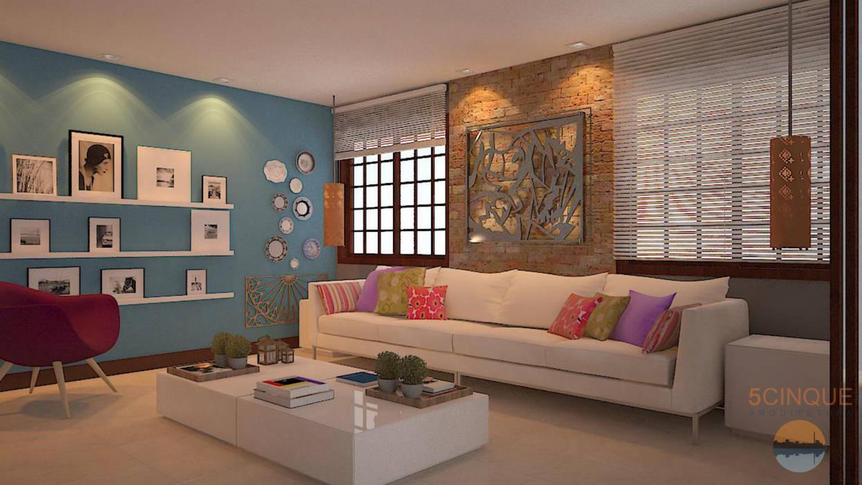 Decoração de sala de estar com parede azul e a alvenaria rústica: Salas de estar  por 5CINQUE ARQUITETURA LTDA
