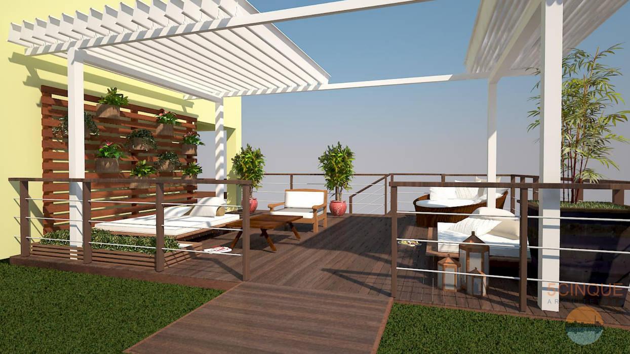 Pergolado integrado com natureza e jardim vertical: Terraços  por 5CINQUE ARQUITETURA LTDA