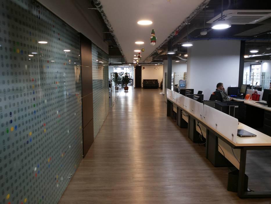 ATH: Edificios de oficinas de estilo  por areaxmetro,