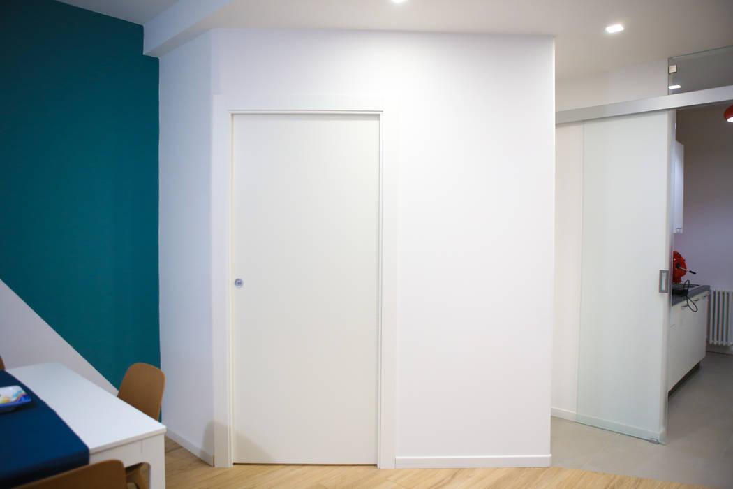 Puertas de madera de estilo  de T_C_Interior_Design___