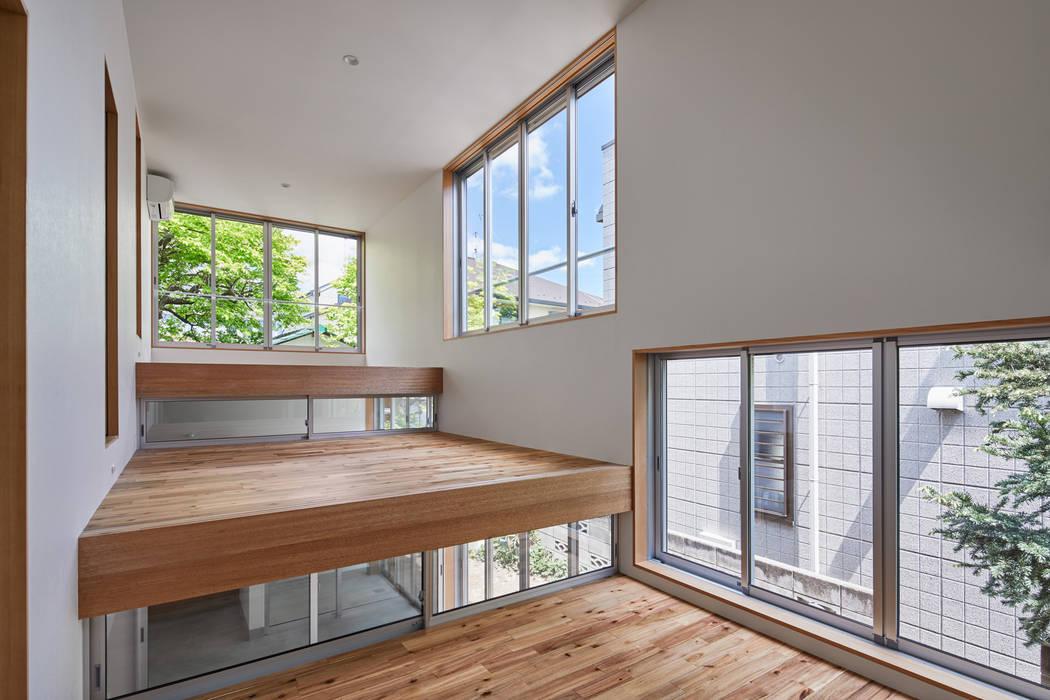Puertas y ventanas de estilo ecléctico de 建築設計事務所 可児公一植美雪/KANIUE ARCHITECTS Ecléctico Vidrio