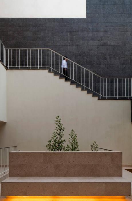 AGi architects arquitectos y diseñadores en Madrid บ้านระเบียง คอนกรีต White