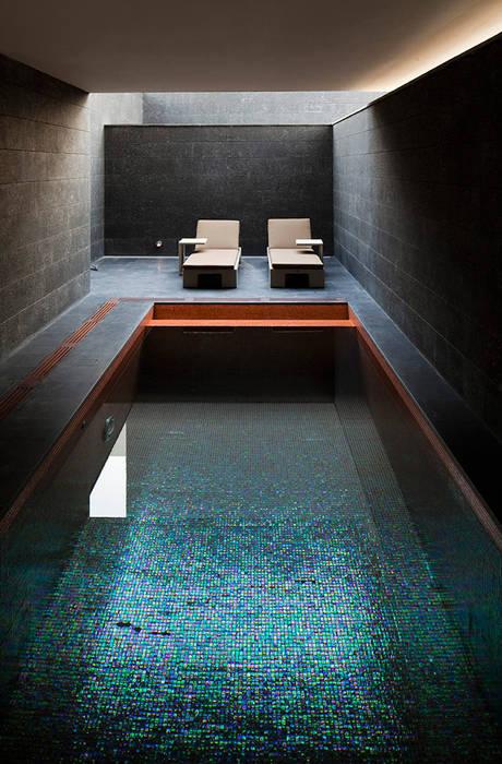 AGi architects arquitectos y diseñadores en Madrid สระว่ายน้ำ Turquoise