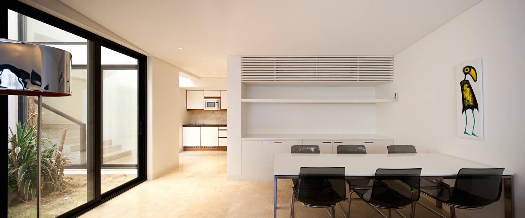 Casa unifamiliar diseñada y construida por AGI Architects: Cocinas integrales de estilo  de AGi architects arquitectos y diseñadores en Madrid