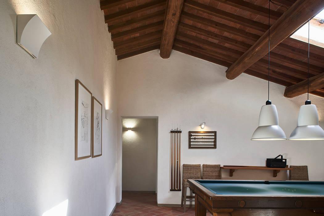 Rustic style media rooms by Matteo Castelli fotografia Rustic
