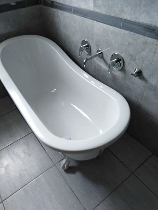 Beton Haus (PTY) LTD Modern style bathrooms