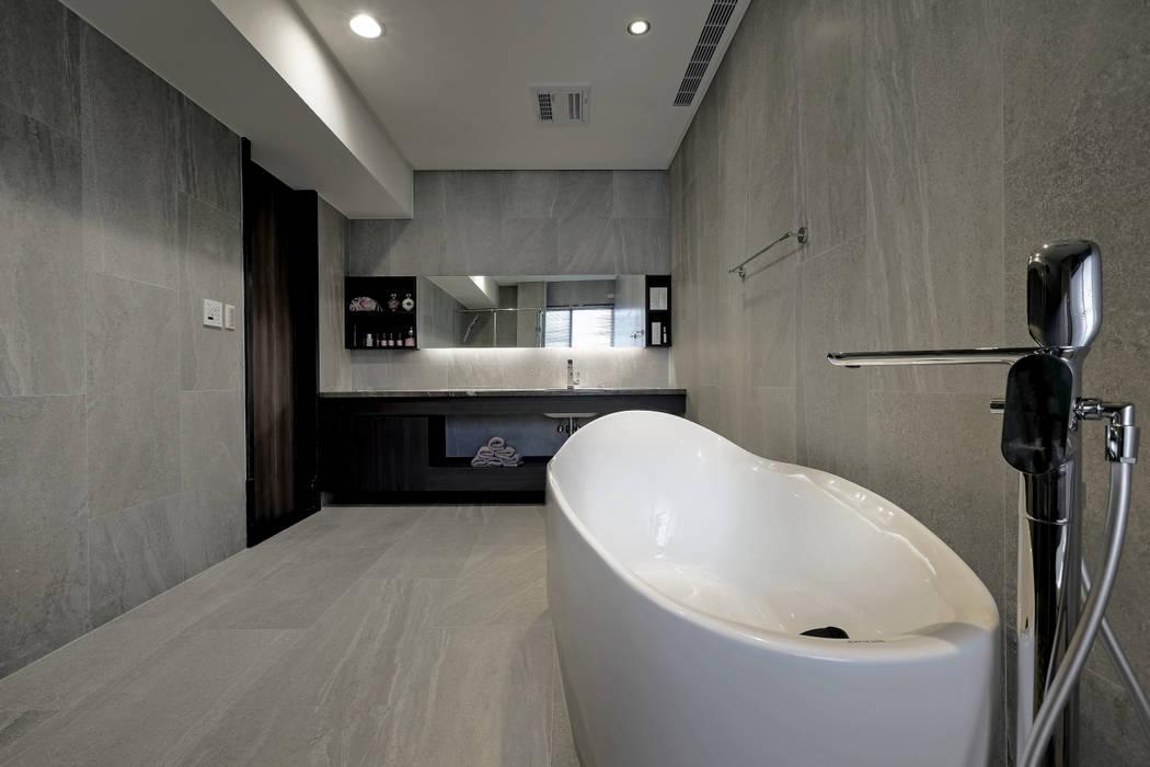 由鉅三希 5F:  地板 by 台中室內設計-築采設計 ,