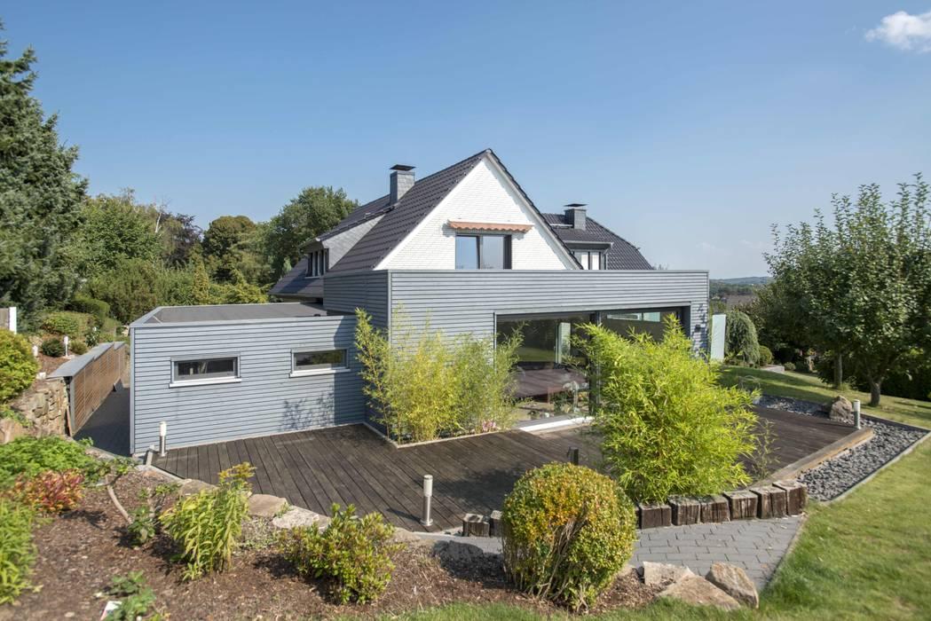 Casas unifamiliares de estilo  por Wiese und Heckmann GmbH, Clásico Madera Acabado en madera