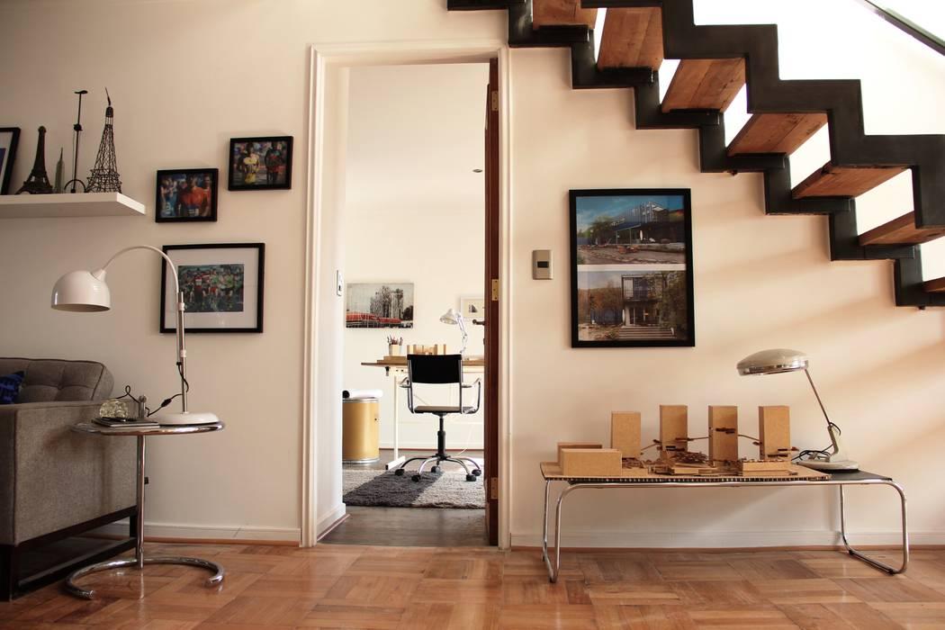 Escalera reciclada de INFINISKI Moderno