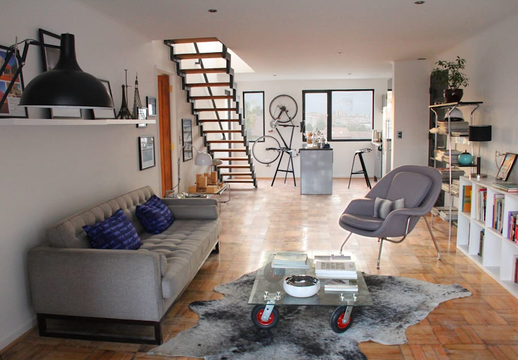 Living en departamento rehabilitado/ remodelado Livings de estilo moderno de INFINISKI Moderno