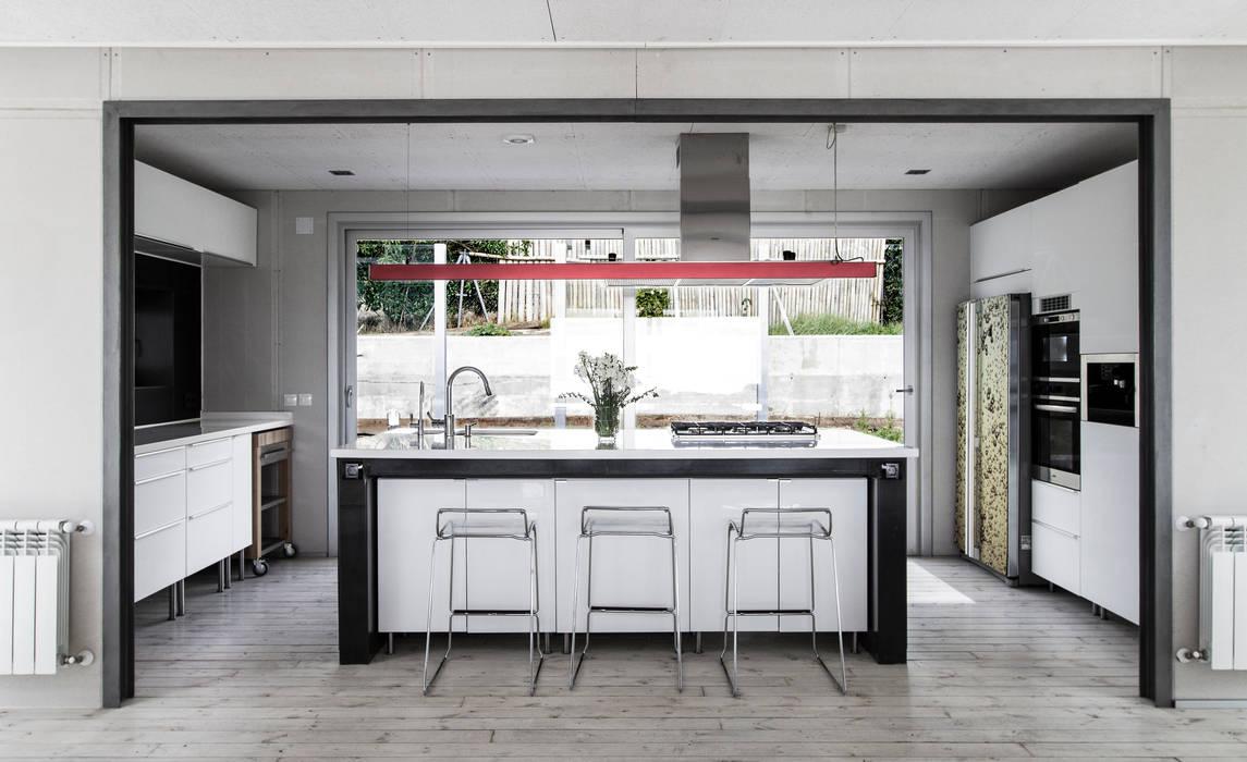 Vivienda Eco Tarifa INFINISKI Cocinas de estilo minimalista