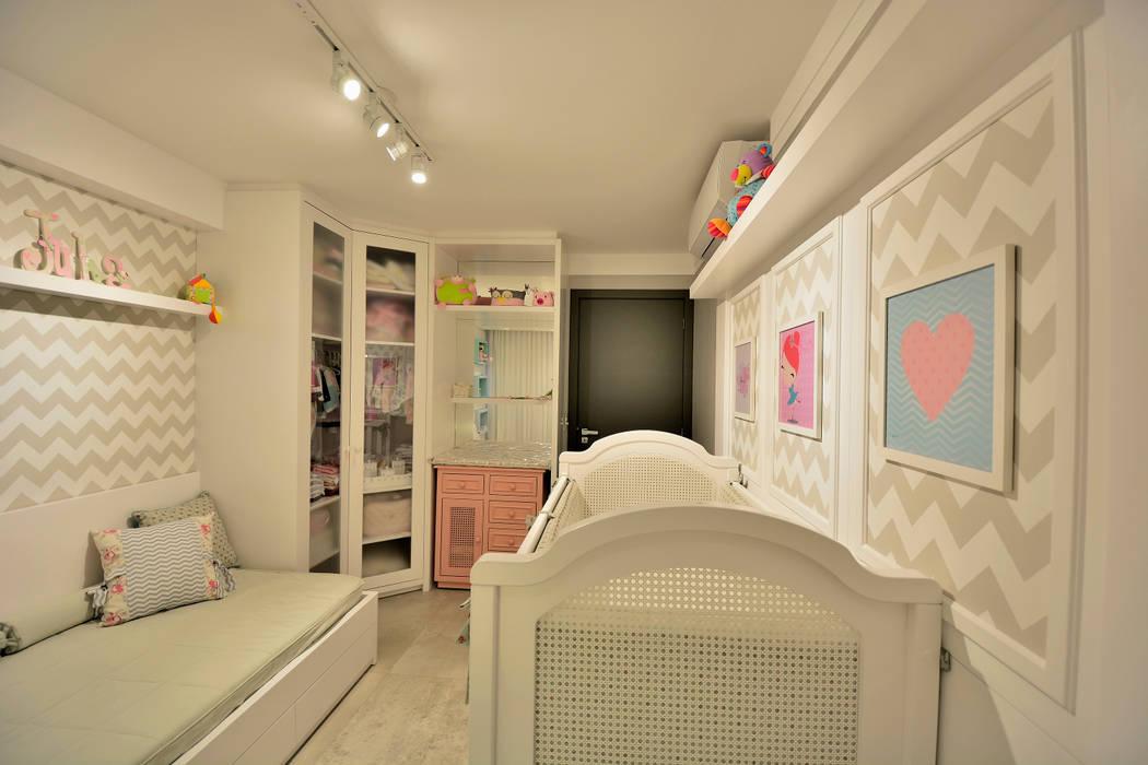 Dormitorios de bebé de estilo  por Denise Friedmann Arquitetura e Interiores,