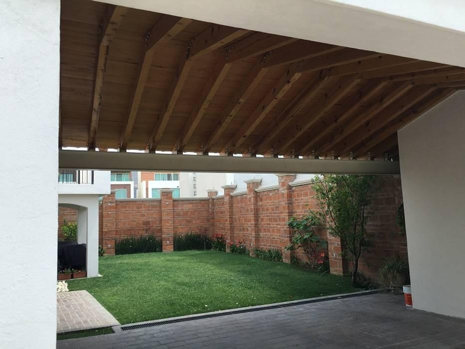 Atap gable oleh Arqca