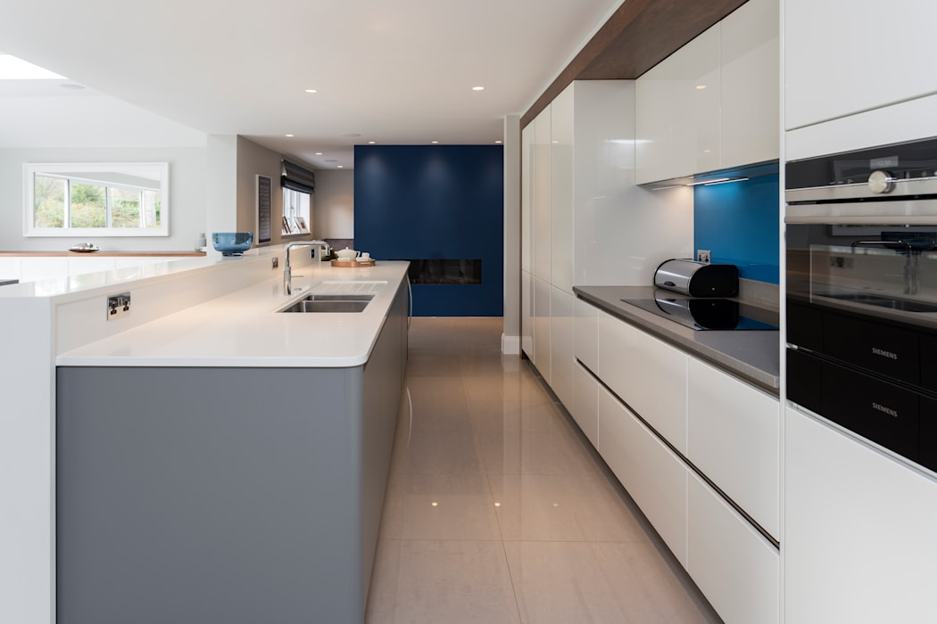 Bespoke kitchen by John Ladbury de John Ladbury and Company Minimalista