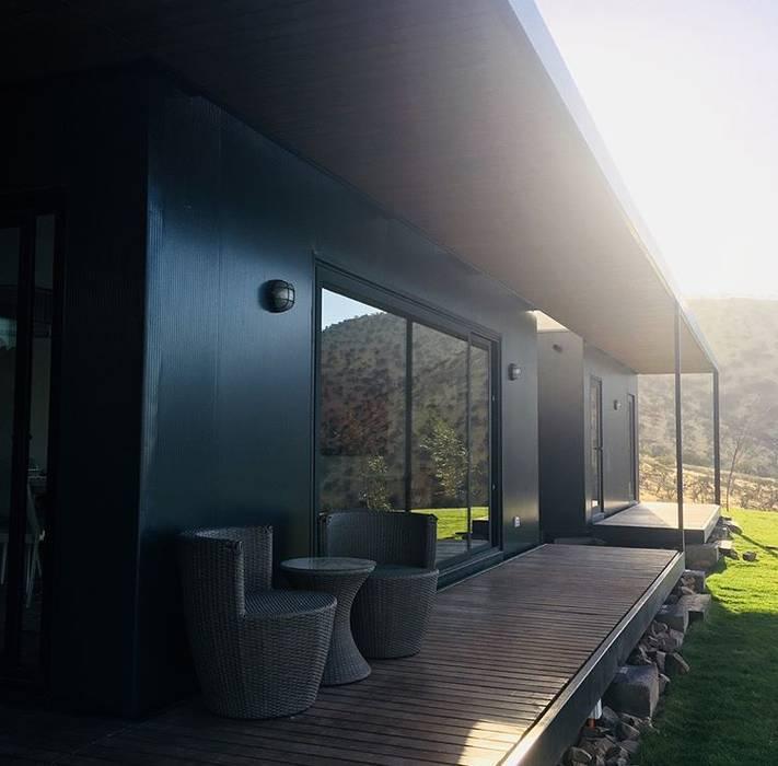Terraza vivienda Eco Chamisero Balcones y terrazas de estilo moderno de INFINISKI Moderno