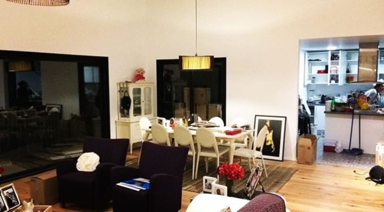 Espacio integrado living comedor y cocina semi integrada Comedores de estilo moderno de INFINISKI Moderno