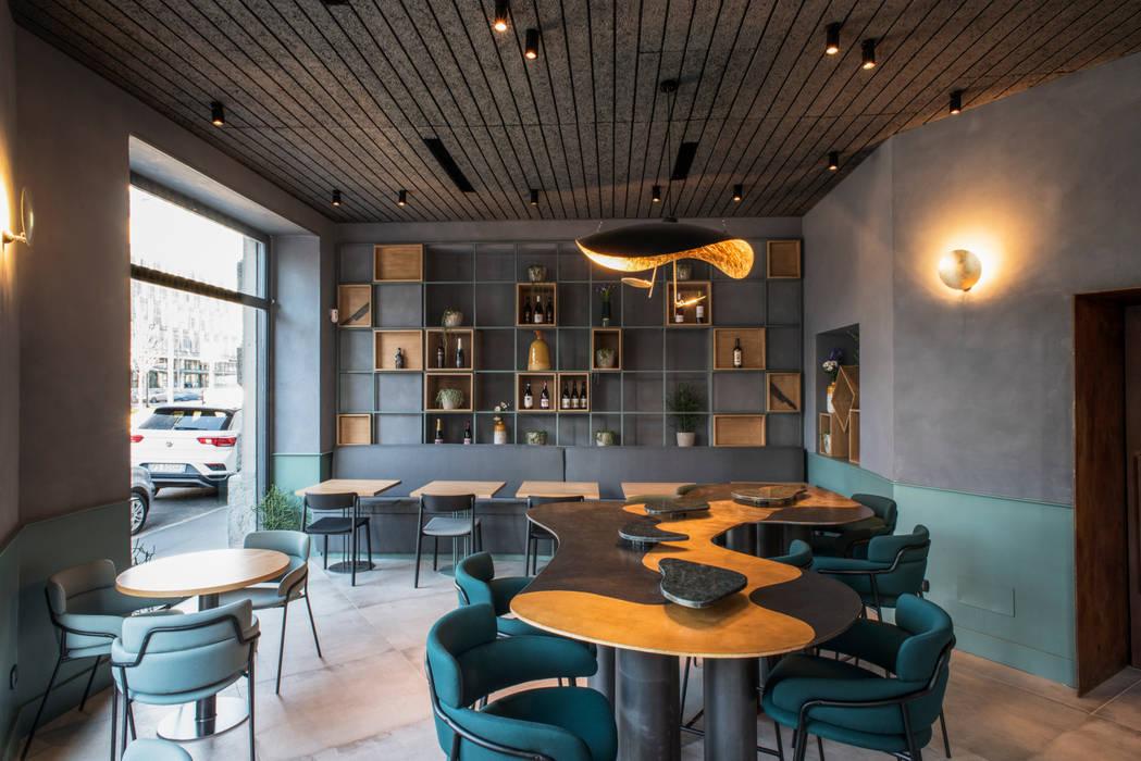 Ristorante SOLO CRUDO: Gastronomia in stile  di Grippo + Murzi Architetti