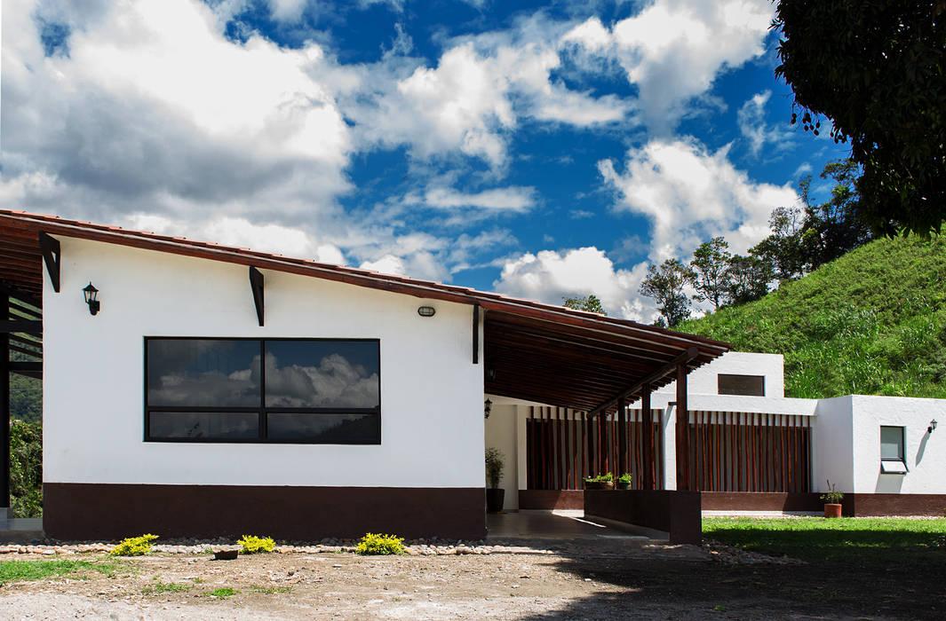 Finca Las Marías - Sasaima Casas de estilo rural de EVA Arquitectos SAS Rural