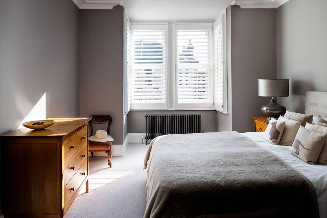 A Classic Contemporary Home in Clapham South Plantation Shutters Ltd Kamar tidur kecil Parket White