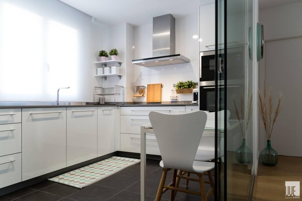 Petites cuisines de style  par UVE laboratorio de diseño