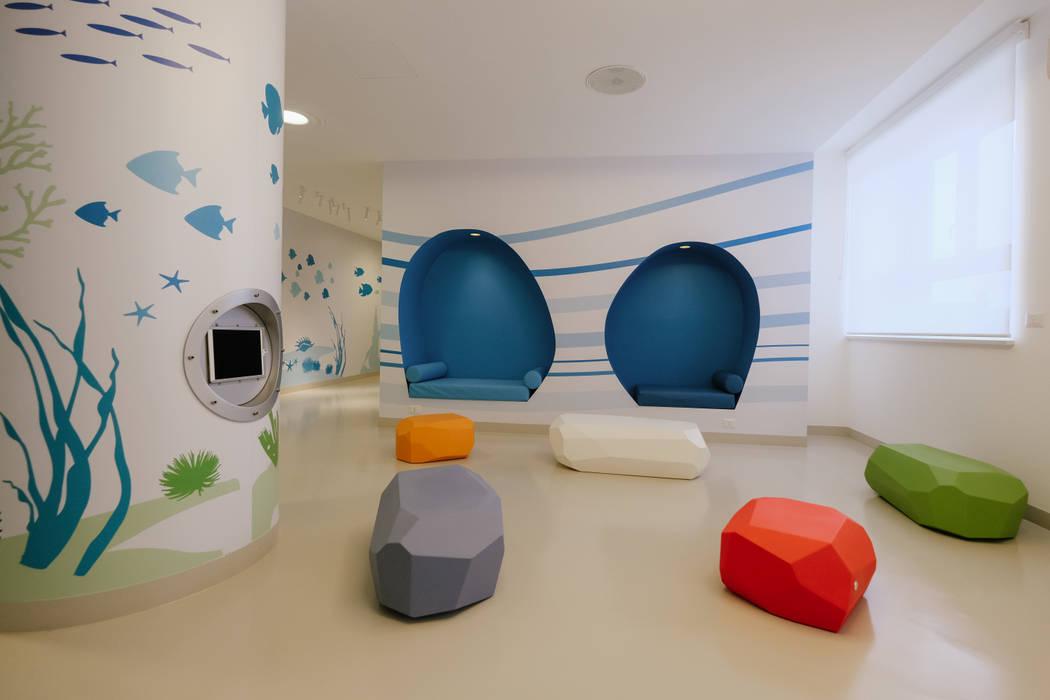 Hospitales de estilo  por Artigo S.p.a.