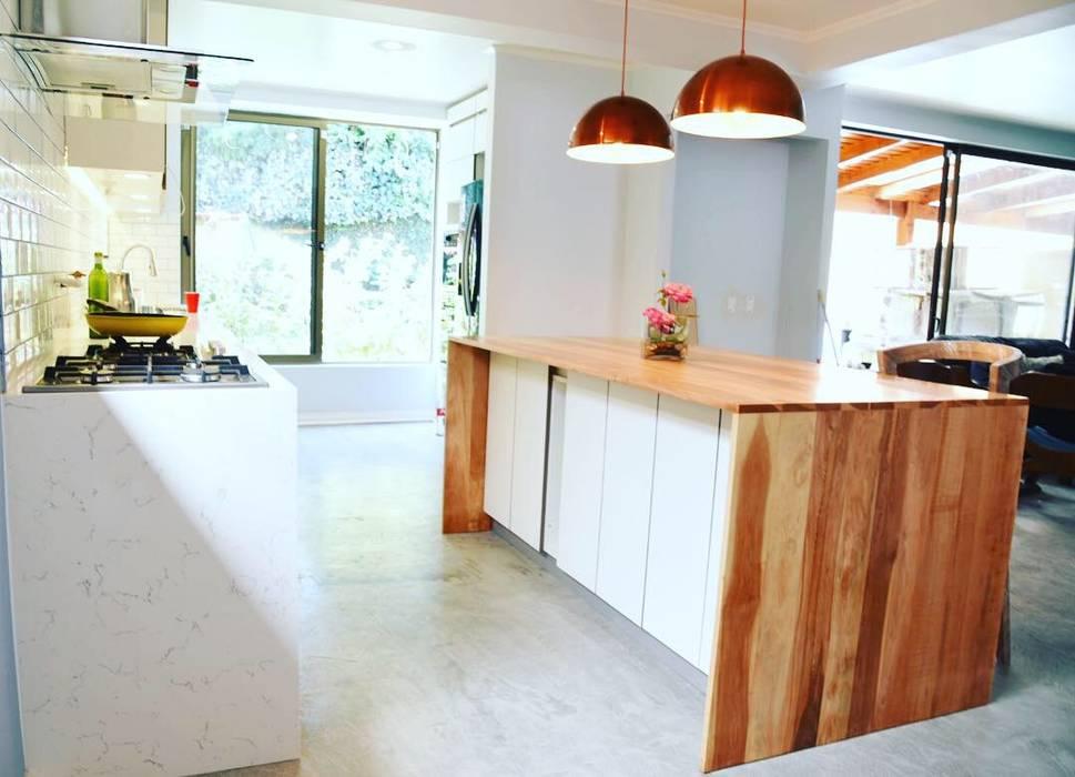 modern  by MMAD studio - arquitectura interiorismo & mobiliario -, Modern Solid Wood Multicolored
