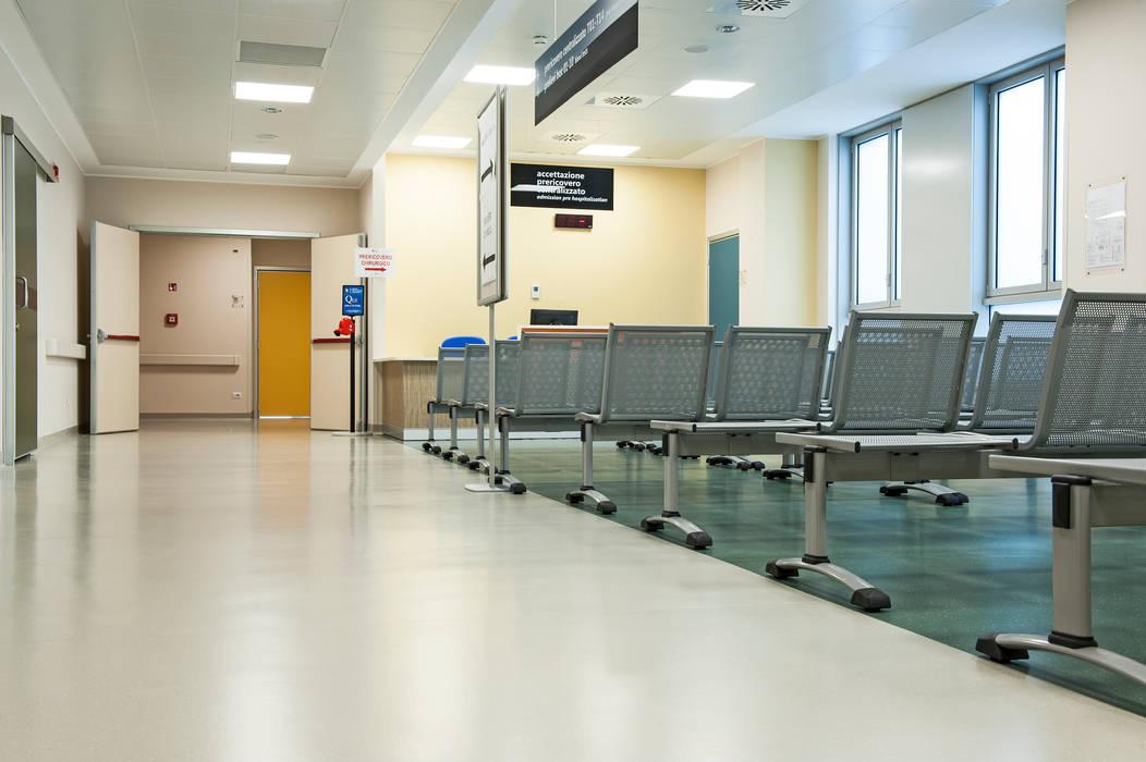 Hospitais clássicos por Artigo S.p.a. Clássico Borracha