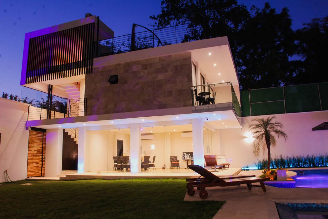 Villa oleh PUNTO HABITABLE ARQUITECTOS