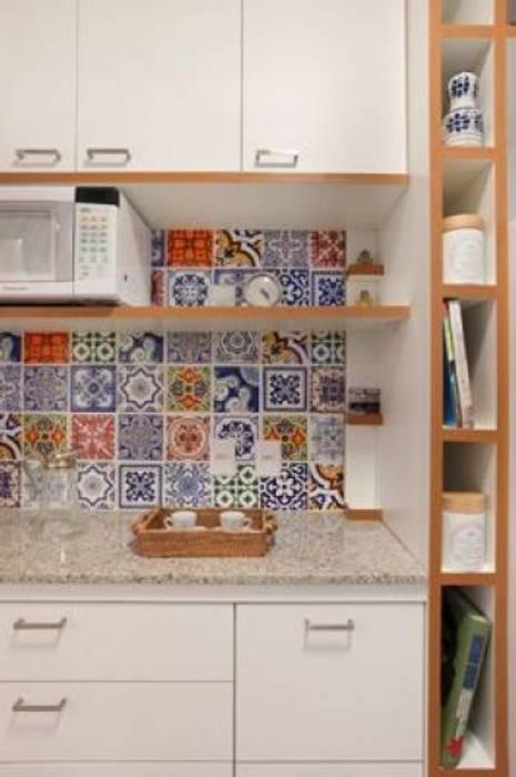 Kleine Küche von Froma Arquitetura