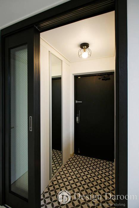 Pasillos y vestíbulos de estilo  de Design Daroom 디자인다룸, Moderno
