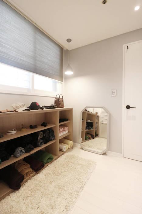 Modern Dressing Room by 스튜디오쏭 (STUDIO SSONG) Modern