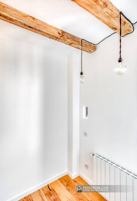 Fotografía de interiorismo en la Barceloneta: Dormitorios pequeños de estilo  de Carlos Sánchez Pereyra | Artitecture Photo | Fotógrafo ,