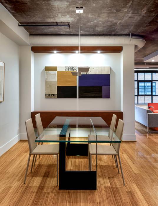 Salas de jantar modernas por KUBE Architecture Moderno