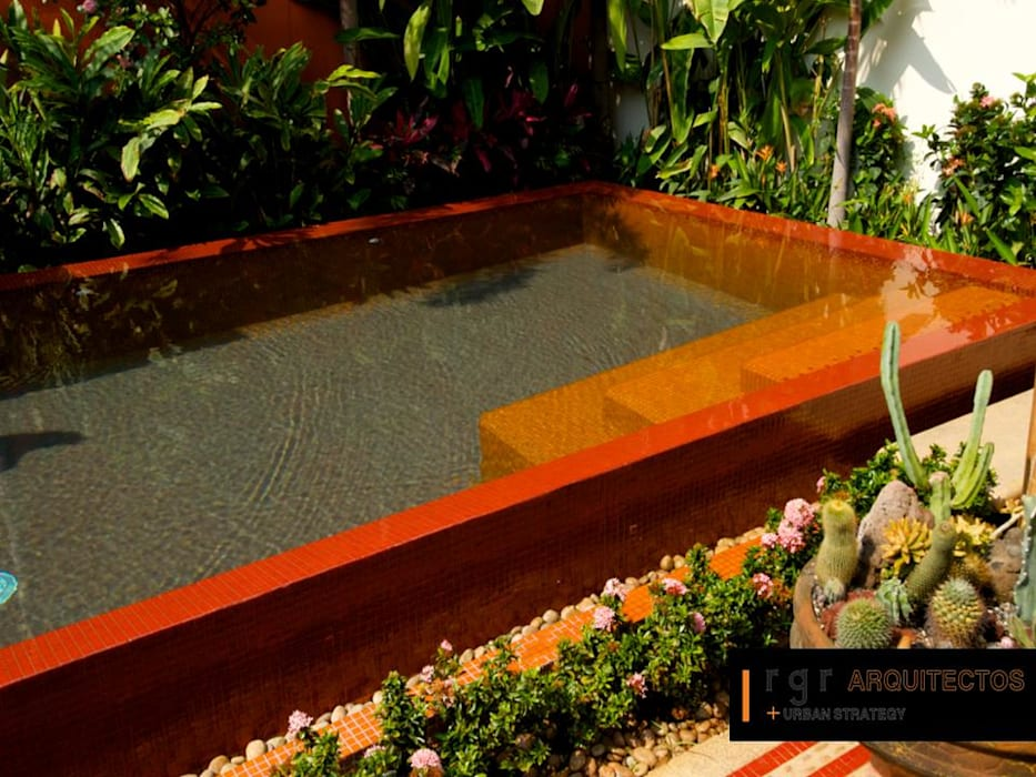Casa Río Fuerte: Estanques de jardín de estilo  por RGR Arquitectos + Urban Strategy,