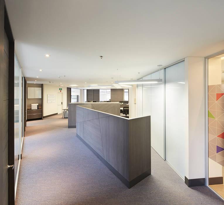 Bureau moderne par Sentido Interior Arquitectos Moderne Bois Effet bois