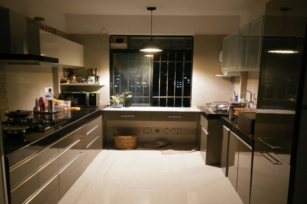 U shaped kitchen by decormyplace Modern Plywood