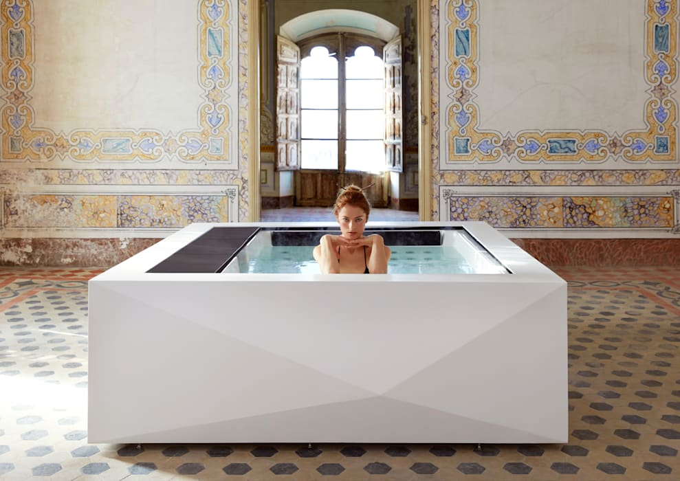 Hot tub by Aquavia Spa