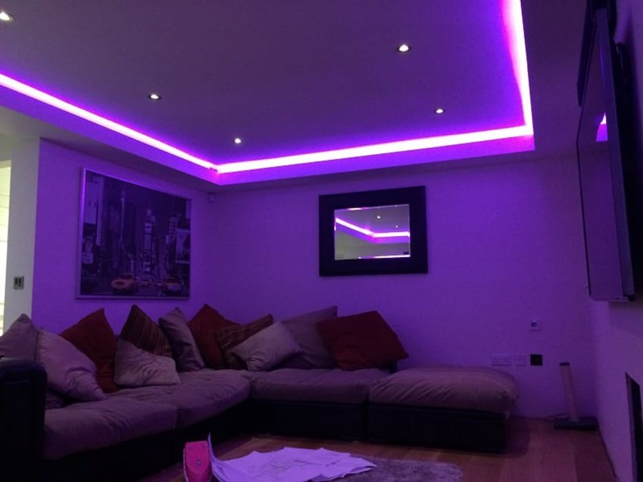 Coves Lighting in Living room:  Living room by Urobo Home Automation