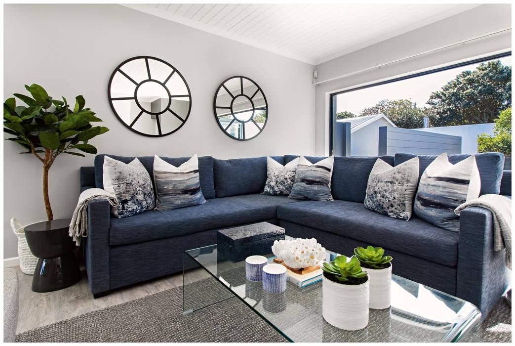 Living room by Joseph Avnon Interiors