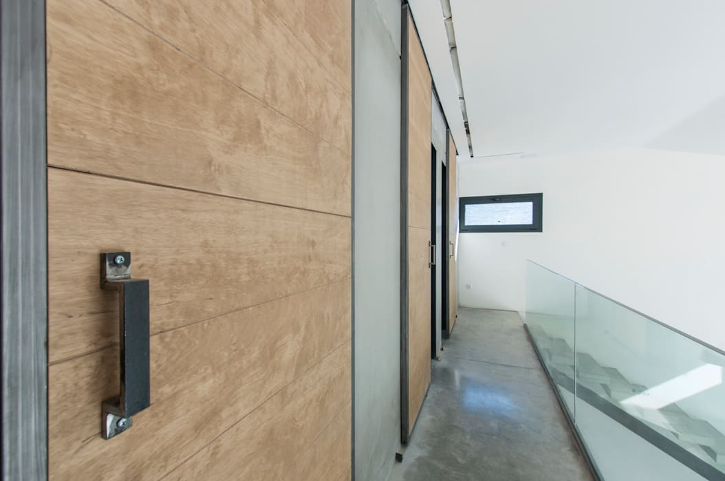 Industrial style doors by MODULAR HOME Industrial Wood Wood effect