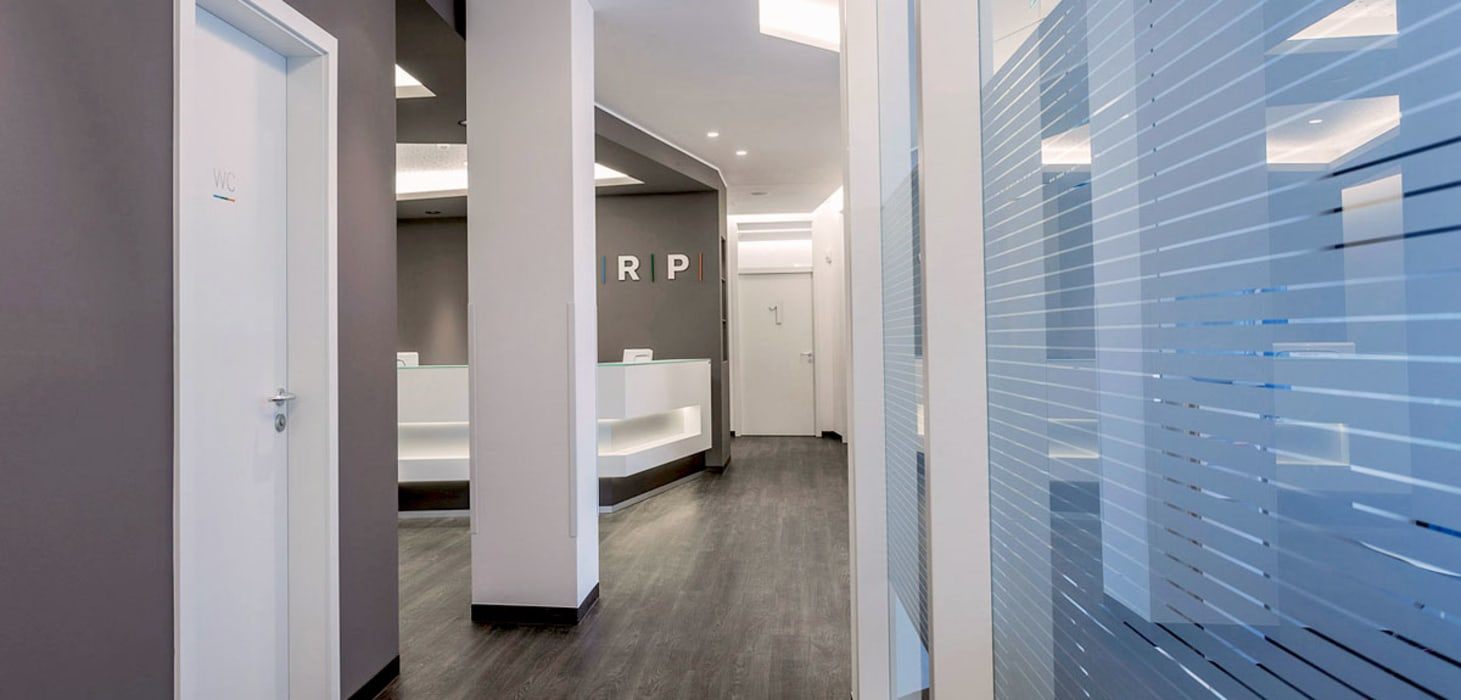 Cliniques modernes par zon Eichen - Handwerk und Interior Moderne