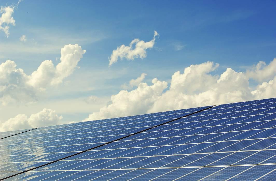 CERTIFICAZIONE ENERGETICA DEGLI EDIFICI - APE : Tetto in stile  di INOVA Progetti,